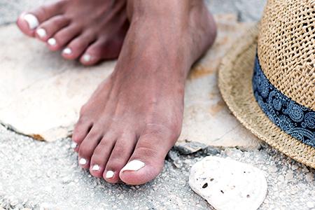 Perfekt lackierte Nägel für den Sommerurlaub? Setzen Sie auf langhaltenden Nagellack oder Gel-Lack!