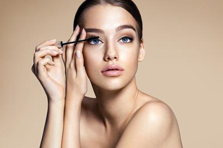 10 Tipps und Tricks für den perfekten Augenaufschlag